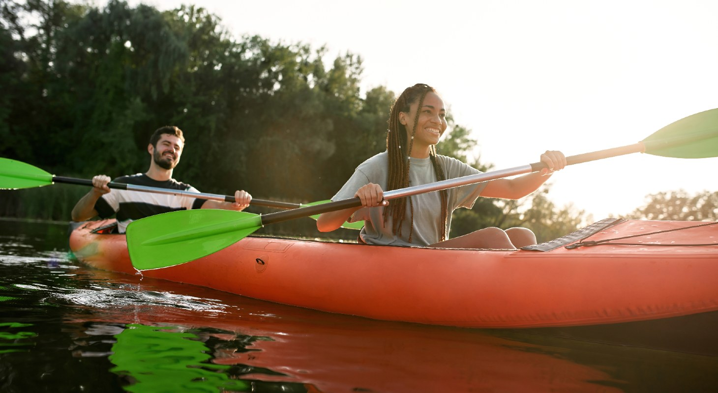 couple kayaking in Gold Country