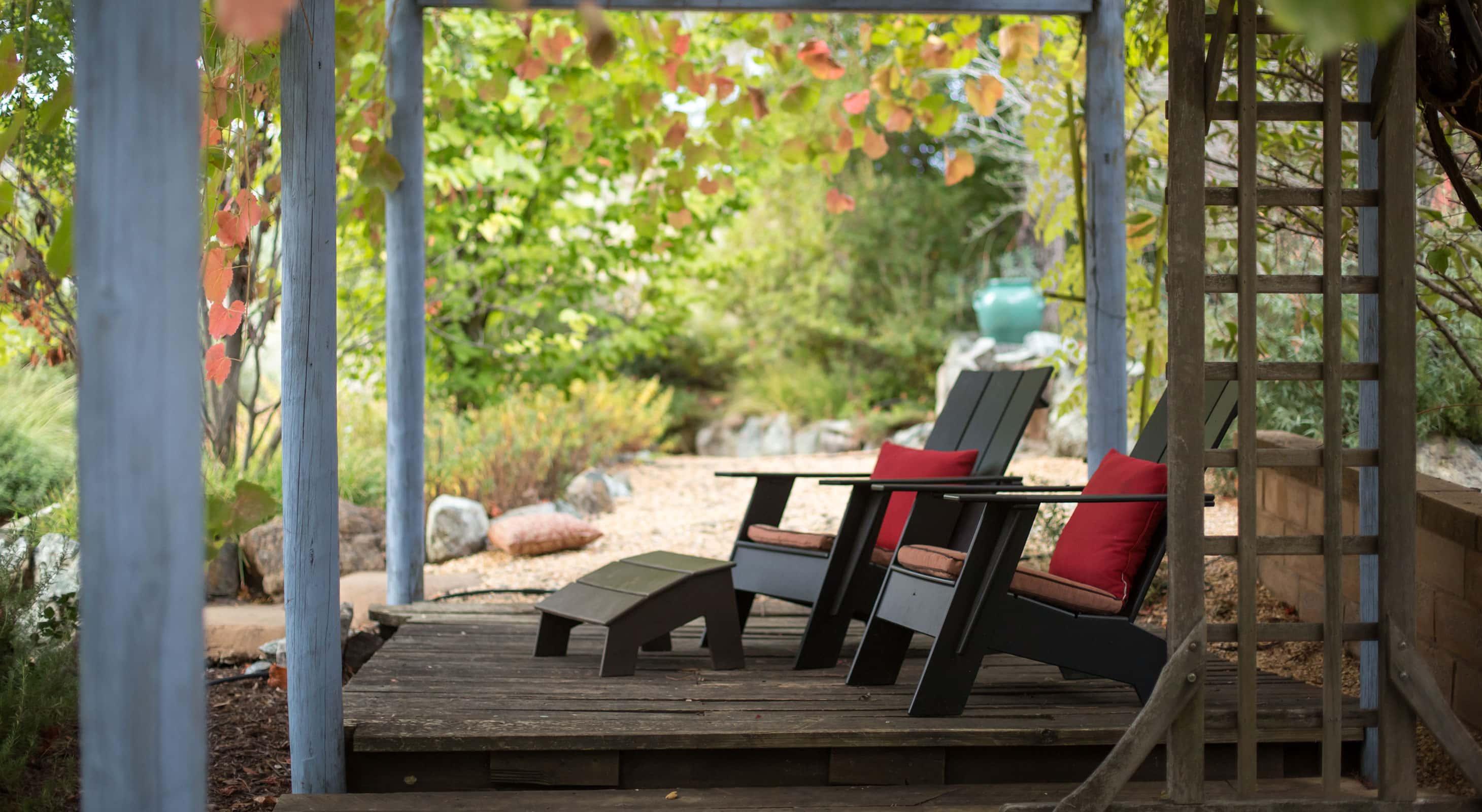 Outdoor sitting area in the Eden Vale Inn's lush garden