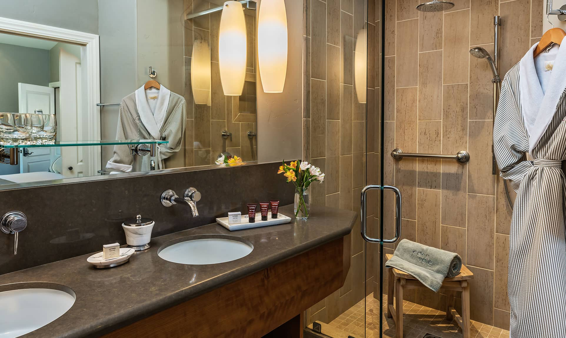 Clean chic bathroom in the Gray Pine Room