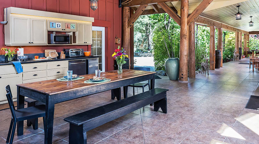 Outdoor kitchen for preparing your own meals